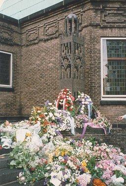 Monument bij de Synagoge in Enschede